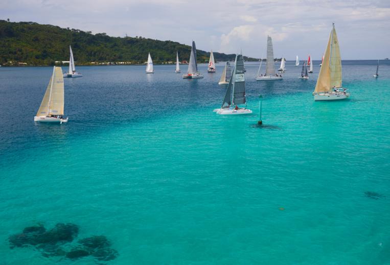 Peu de vent pour la 2ème journée de la Tahiti Pearl Regatta