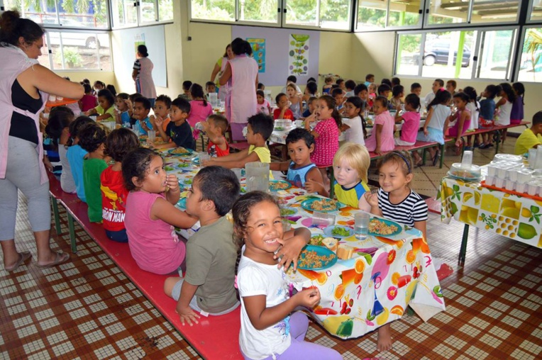 Cette aide sociale, mise en place par la municipalité, prend en charge partiellement ou totalement les frais de cantine des enfants éligibles.