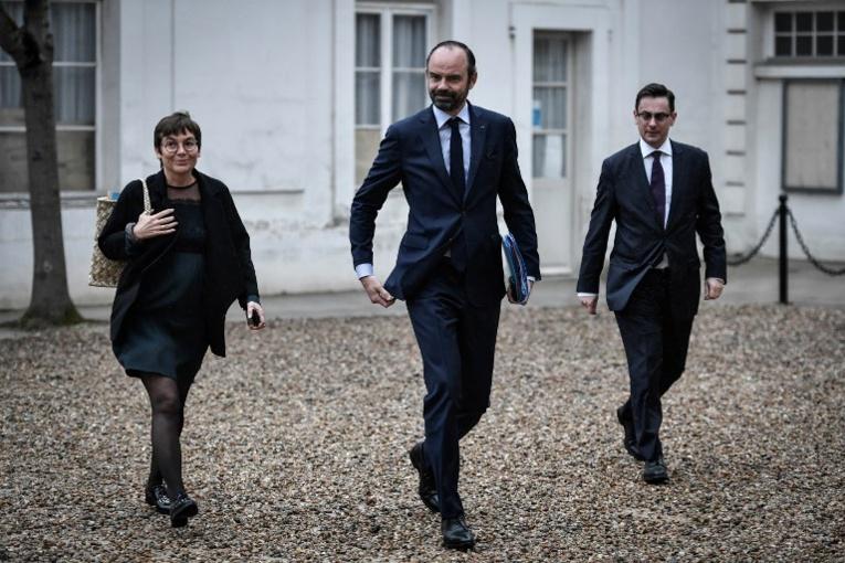 Le gouvernement lance son offensive com' pour son premier anniversaire