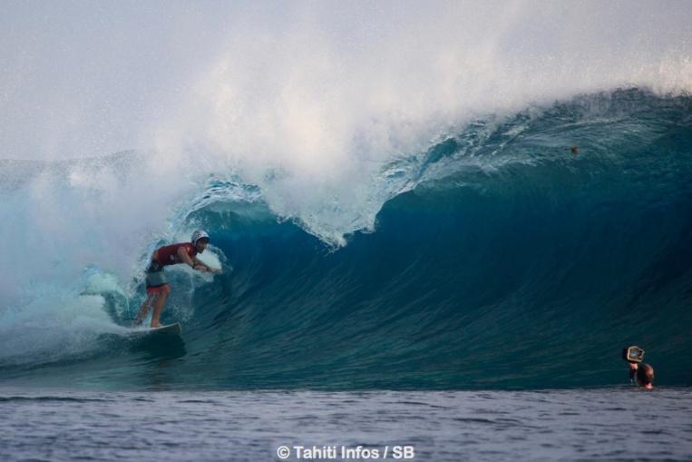 Taumata Puhetini, un des surfeurs les plus doués de sa génération