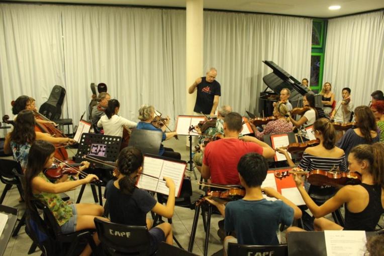 Les 60 musiciens de l'orchestre symphonique au Grand théâtre