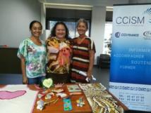 Maiava, Maire et Louise proposent des ateliers couture ou de confection de cadeaux faits main pour les enfants.