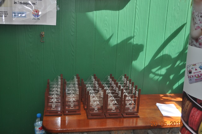 Les champions polynésiens d'escrime reçoivent leurs trophées