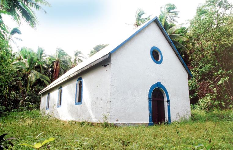 La petite église dédiée à St Raphaël, sur Aukena, fut la première à être bâtie en dur.