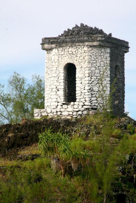 La tour de guet qui symbolise Aukena et que tous les navires approchant de Rikitea ne peuvent manquer de voir.