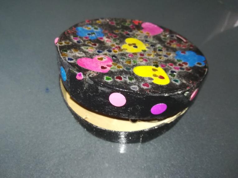 Finalement, la boîte à bijoux confectionnée à partir d'une boîte de camembert (à condition qu'elle soit bien lavée), restera toujours une valeur sûre.