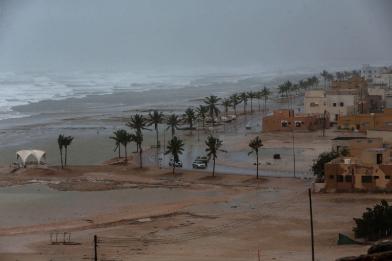 Le cyclone Mekunu se renforce en catégorie 2 en approchant d'Oman