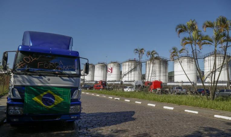 Les barrages de routiers maintenus au Brésil malgré les concessions de Temer