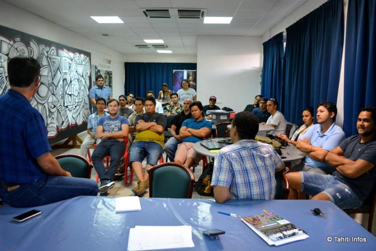 Les 20 étudiants du Tahiti Code Camp avec leurs coachs
