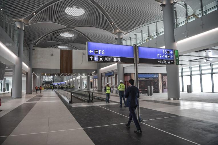 Turquie: Chute mortelle dans un aéroport d'un Britannique expulsé d'un avion