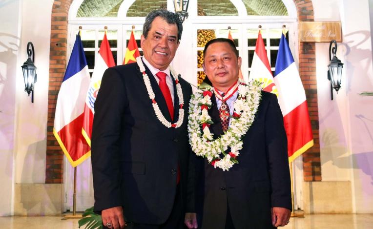 Wang Cheng en compagnie d'Edouard Fritch, mercredi soir à Papeete.