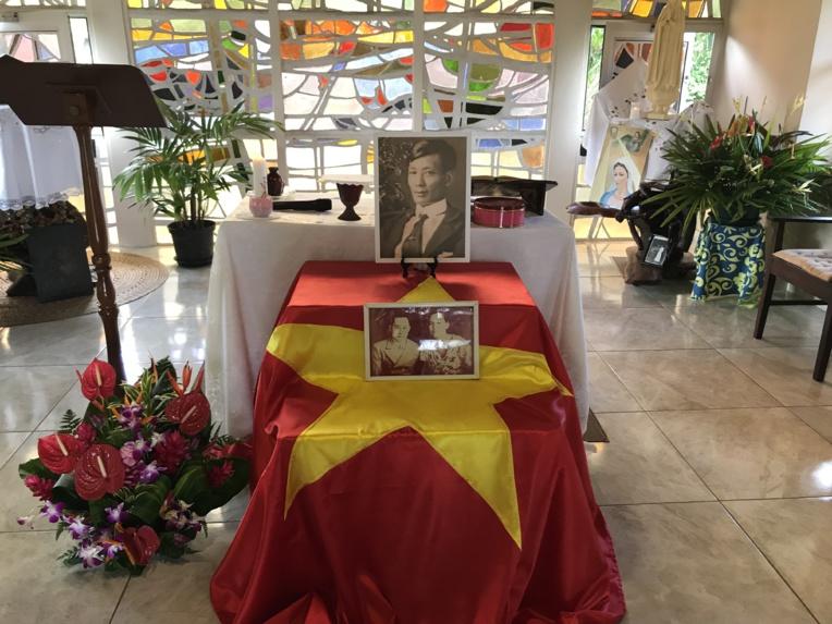 """Le 17 juillet 1929 durant son exil, Ký Dông """"l'enfant merveilleux"""", figure de la révolte indochinoise contre l'oppression coloniale française, s'est éteint à l'âge de 54 ans, à l'hôpital Vaiami de Papeete. Il est aujourd'hui enterré au cimetière de l'Uranie. Au Vietnam, c'est un héros national."""