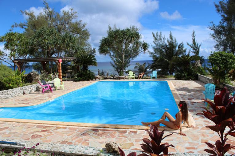 La splendide piscine de la pension, unique à Rurutu ; un plus incontestable pour se détendre après une journée d'excursion.