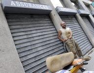 Lyon: un artisan, fâché avec son assureur, le paye avec un chèque en pierre