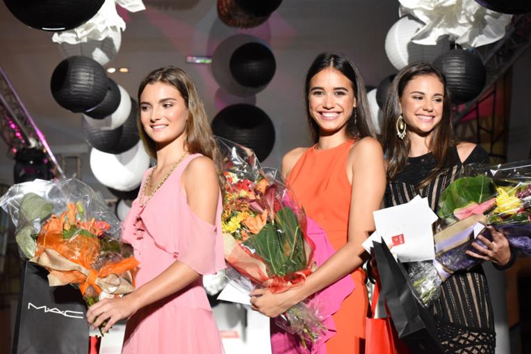 Au centre, Hinanui Campello, gagnante du concours avec les deux lauréates, Lucie Gonnet et Tizia Barnac (© Cécile Flipo).