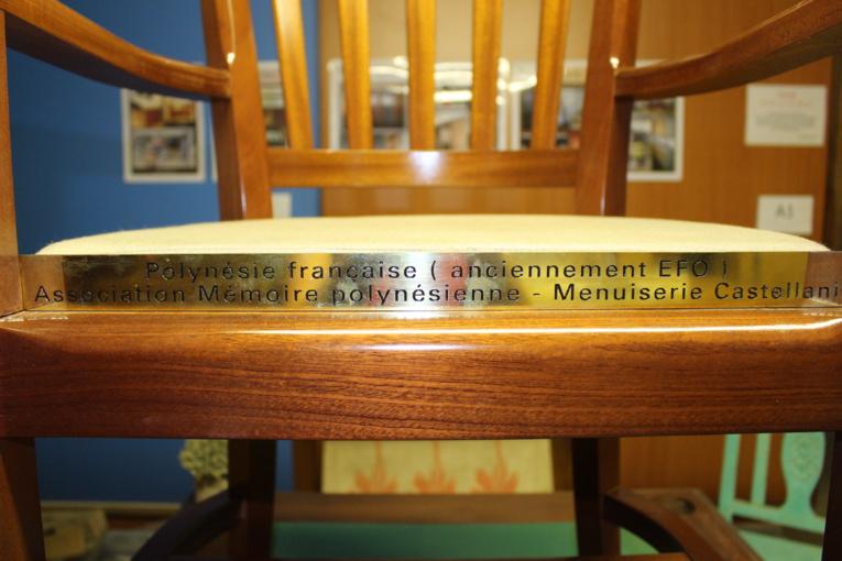 Une chaise vide polynésienne à Ypres, en Belgique