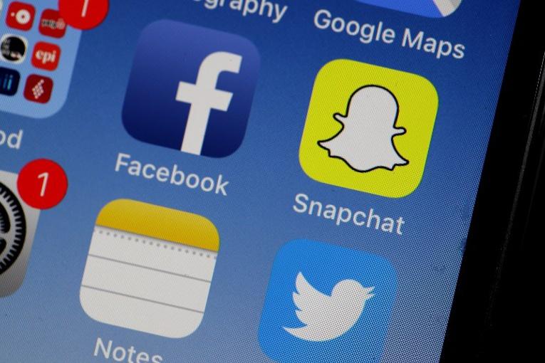 """Facebook, """"c'est pour les parents"""": les ados préfèrent Snapchat"""