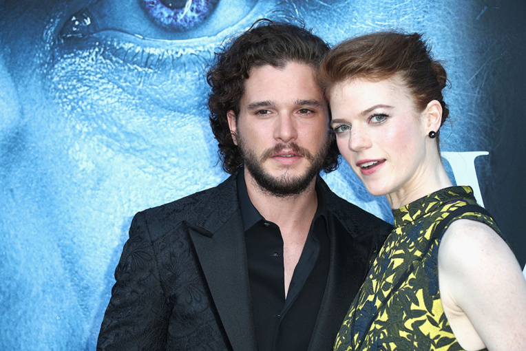 """En couple dans """"Game of Thrones"""", Kit Harington et Rose Leslie se marient"""