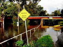 Une route complètement submergée dans le centre de l'État australien du Victoria ce week-end.