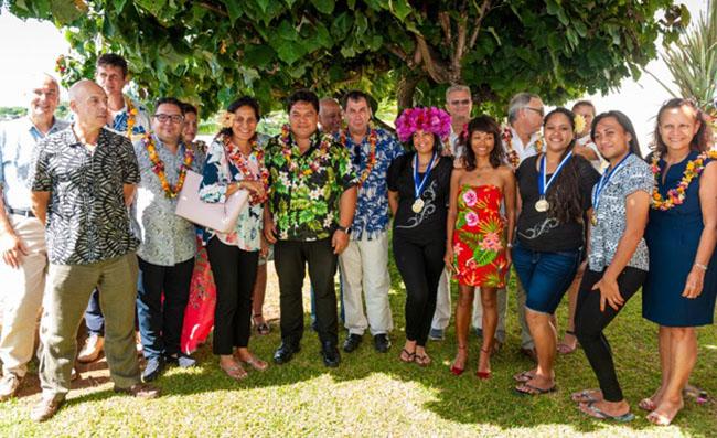 Les jeunes médaillés ont été récompensés par la ministre de l'Education, de la Jeunesse et des Sports, Christelle Lehartel. Crédit Présidence de la Polynésie française.
