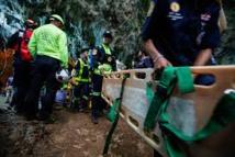 Enfants coincés dans une grotte en Thaïlande: la pluie freine les recherches
