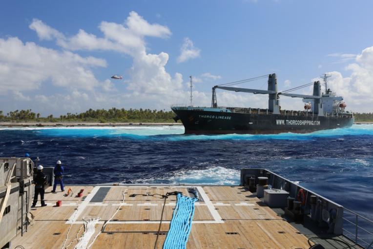 """Mardi soir, le Bougainville a réussi déséchouer le navire Thorco Lineage à 18h50. Mais, une heure plus tard, le câble de remorque """"qui a beaucoup travaillé dans l'après- midi pour effectuer la manœuvre s'est rompu""""."""