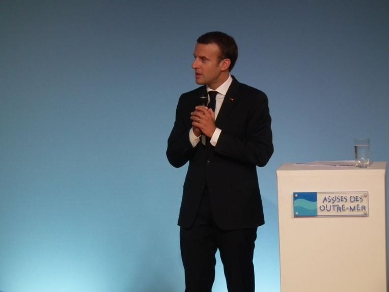 Assises : Macron vante « l'archipel de France »