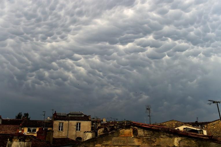 """Alerte aux """"vols de nuages"""" en Iran, la météo dément"""