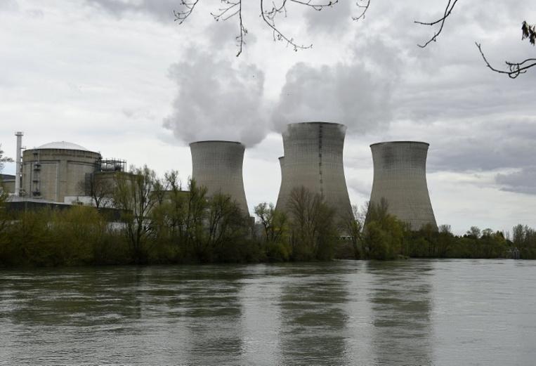 Un drone et un avion miniature de Greenpeace s'écrasent dans une centrale nucléaire