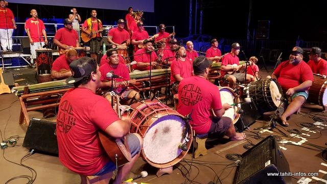 L'orchestre est composé de 25 personnes, dont 6 choristes.