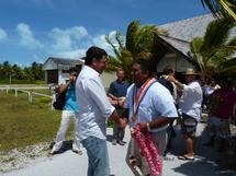 Le Maire de Anaa Gérard Terii accueille le président Gomes