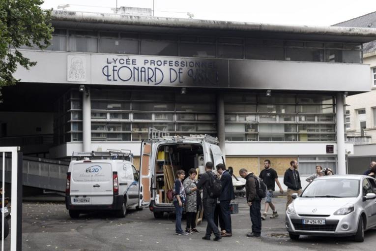 """Jeune tué à Nantes: le policier dit désormais avoir tiré """"par accident"""""""