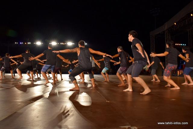 Ce sont huit tableaux avec quatre costumes que les 75 danseurs, les dix musiciens et la chorale vont faire vivre ce thème.