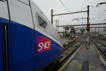 Des dizaines de voyageurs excédés ont bloqué pendant deux heures les voies de la gare de Nice-Riquier Photo Ludovic MARIN. AFP