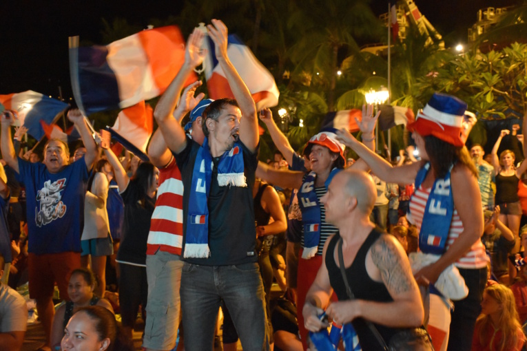 Place Vaiete: plus de 2000 spectateurs réunis pour la France