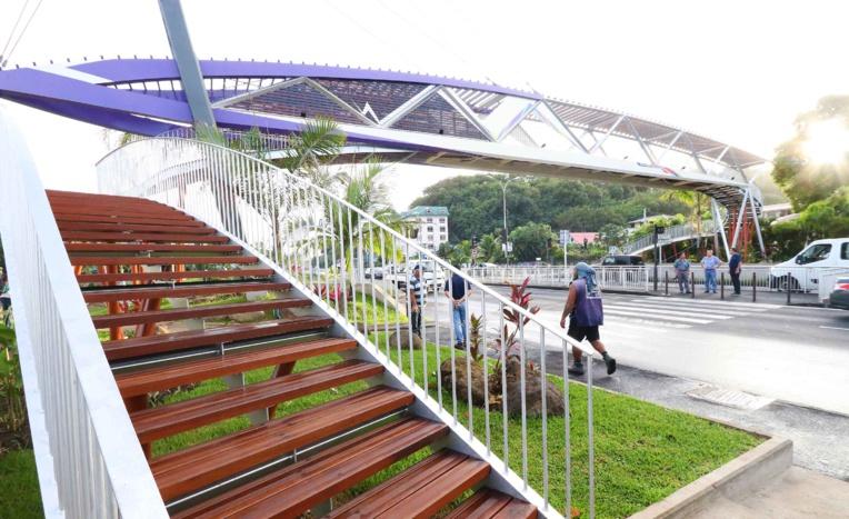 Punaauia : la passerelle de Taina inaugurée