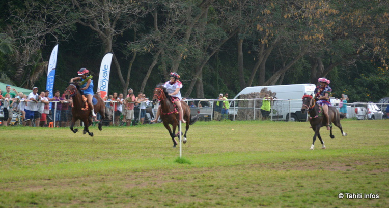 Une course en pāreu endiablée entre les trois chevaux de tête.
