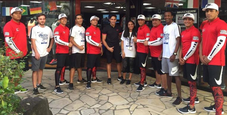 La semaine dernière, les danseurs ont récupéré leurs tenues chez un de leurs sponsors.