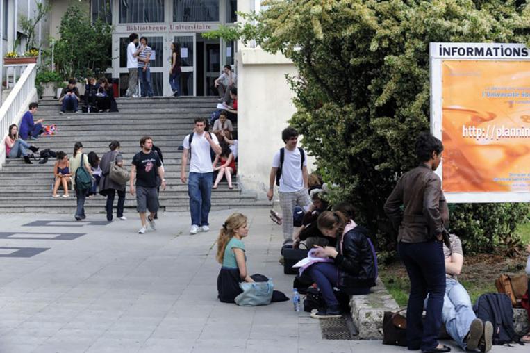 Etudiants filmés en permanence: la Cnil épingle une école