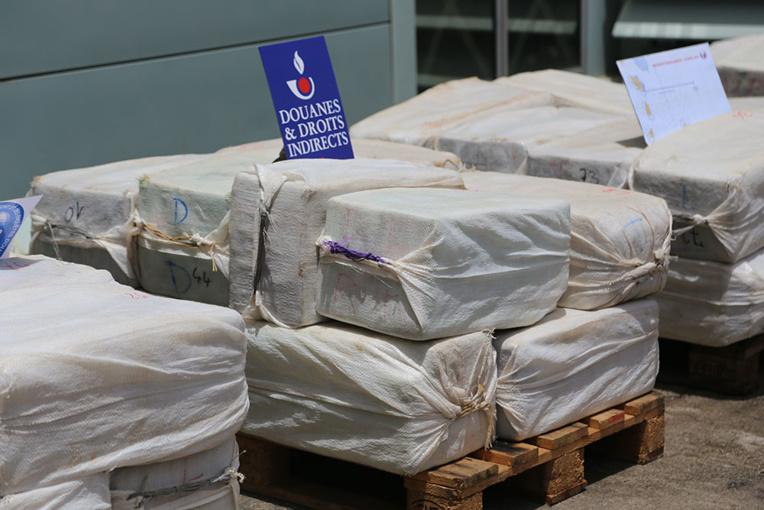 Saisie exceptionnelle d'1,5 tonne de cocaïne sur un voilier au large de la Martinique