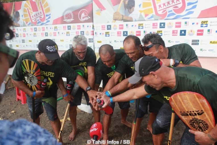Le Team Teahupo'o était aux anges après sa médaille d'or