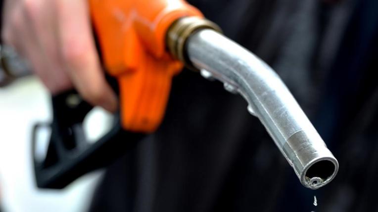 Une augmentation du prix public de l'essence sans plomb et du gazole à compter du 1er août prochain a été décidée mercredi en Conseil des ministres. (Photo : AFP).