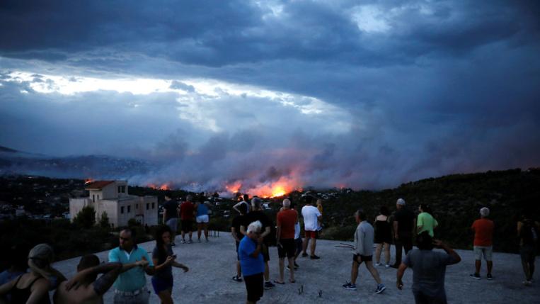 """""""A qui la faute"""": la polémique enfle en Grèce après les feux, le bilan s'alourdit à 87 morts"""