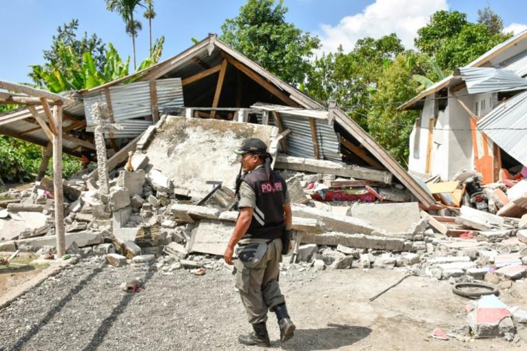 Indonésie: des touristes bloqués après un séisme commencent à descendre d'un volcan