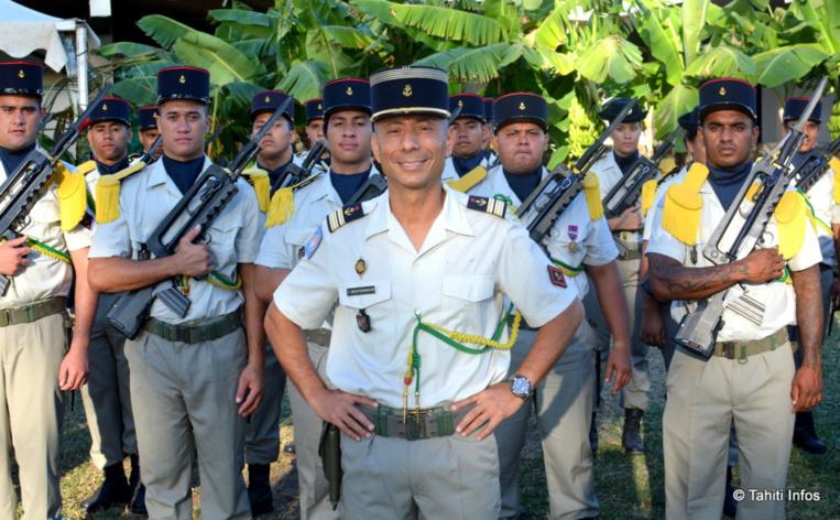 Le Lieutenant-colonel Boufenghour devant ses réservistes