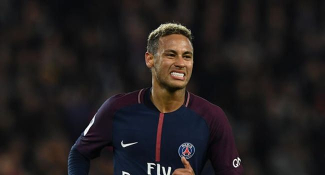 """Neymar reconnaît qu'il exagère """"parfois"""""""