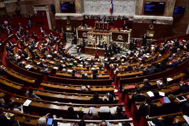 """Benalla: Macron cible des motions de censure, Philippe promet de """"ne pas ralentir"""" les réformes"""