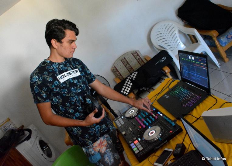Le jeune producteur HRH utilise le logiciel Fruity Loops (FLStudio) pour composer. Il apprend également à utiliser une table de DJ pour faire des animations, seule source de revenu des DJ locaux.