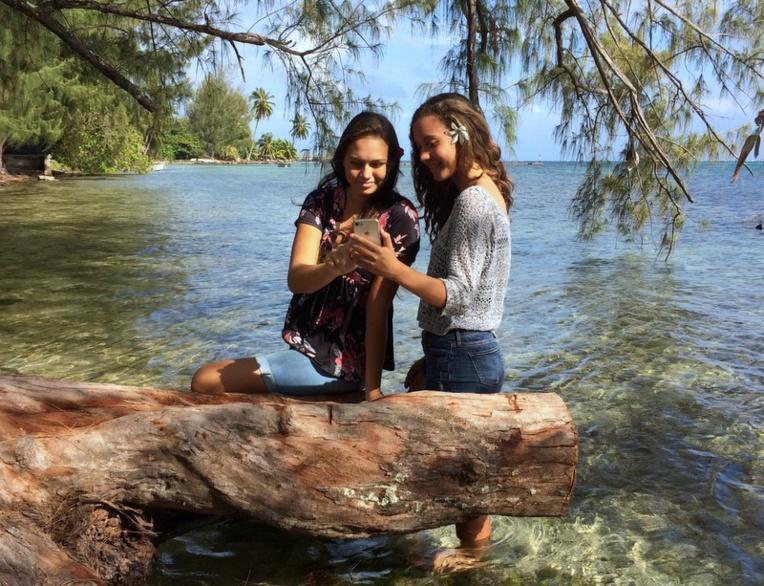 En Polynésie, quatre adolescents sur cinq sont équipés d'un smartphone. Quelles limites les parents doivent-ils leur imposer ? Quelles libertés leur donner ?