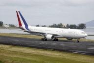 """Le nouvel avion du gouvernement, """" Air Sarko one"""", se pose à Tahiti"""